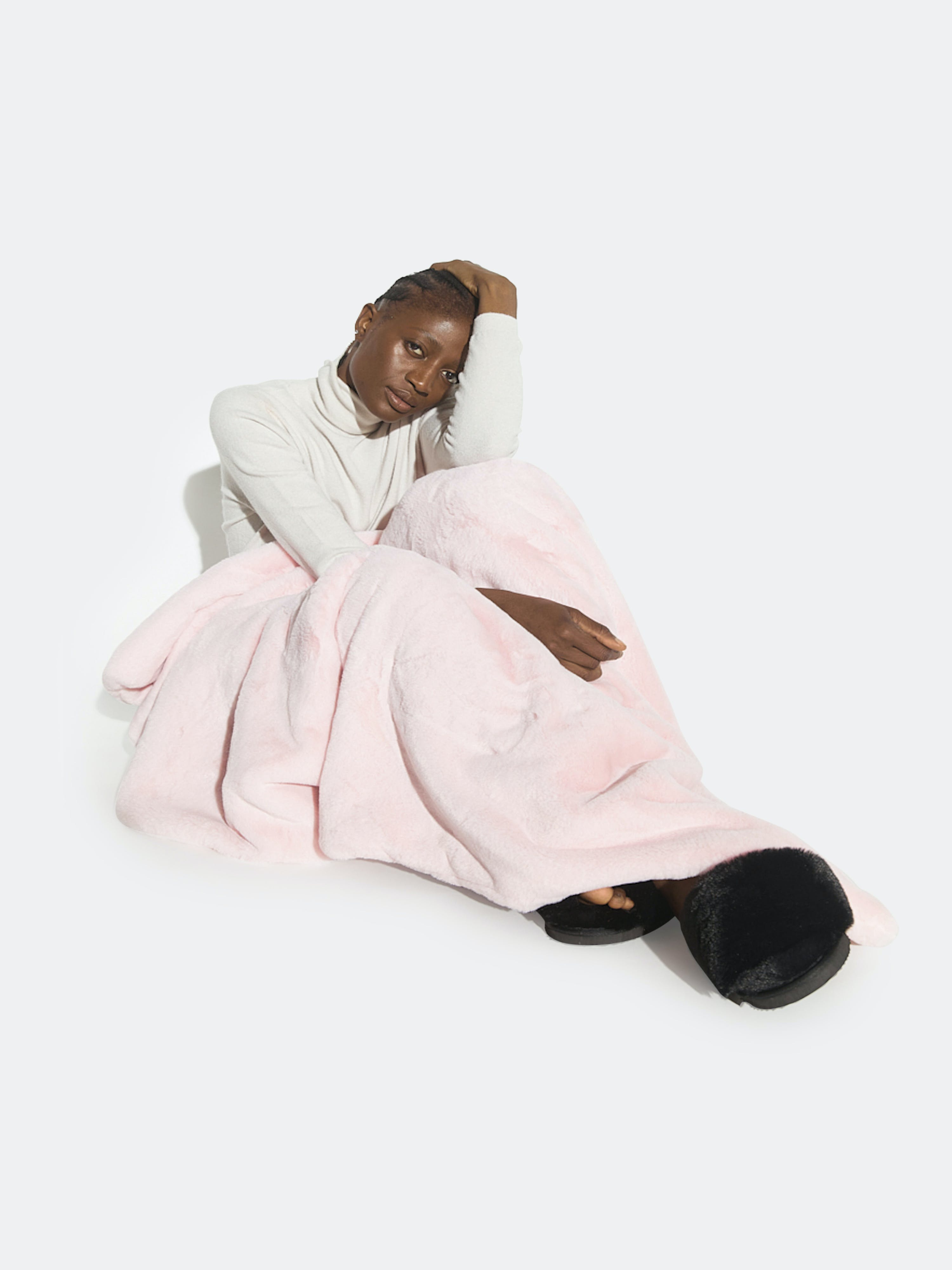 Apparis Brady Faux-fur Blanket In Blush
