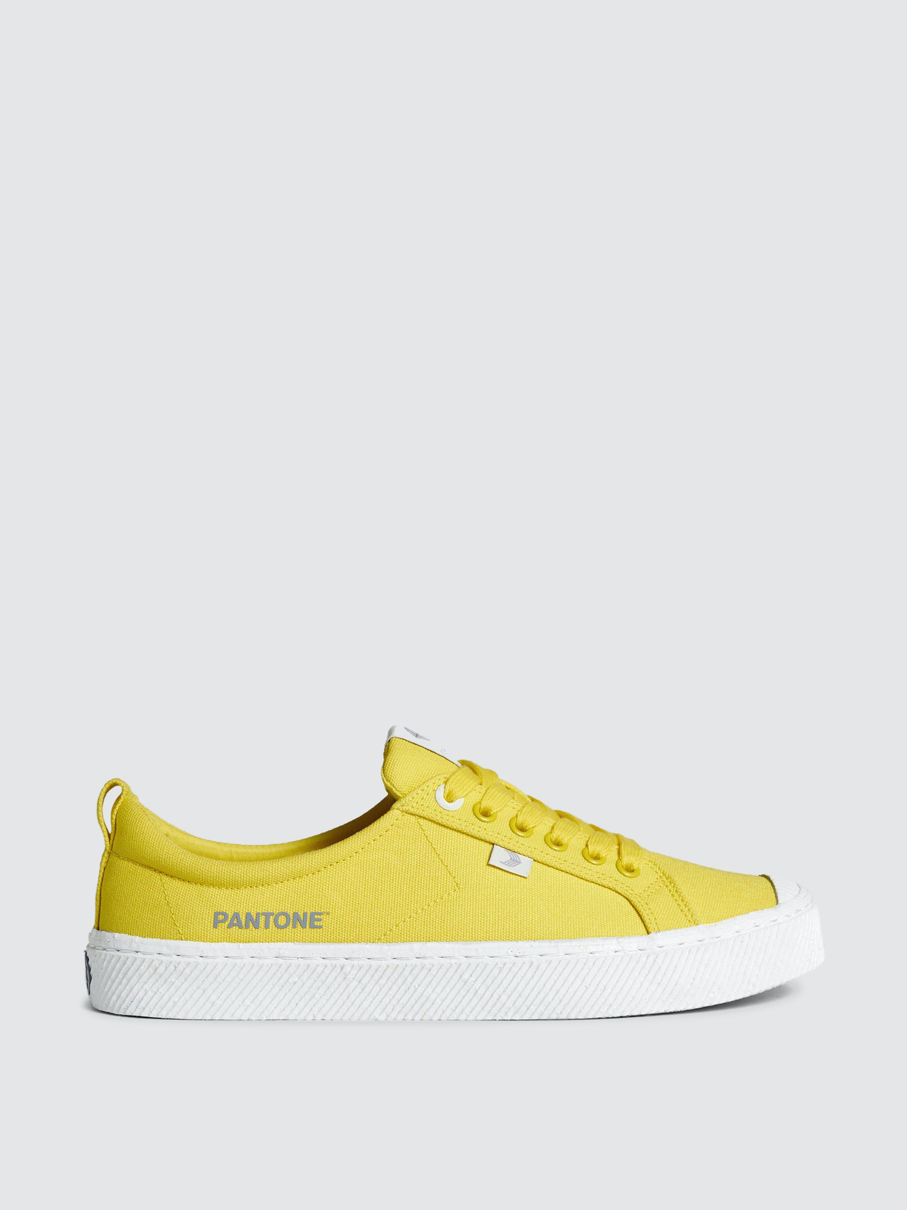 Cariuma Oca Low Pantone Illuminating Canvas Sneaker Men In Yellow
